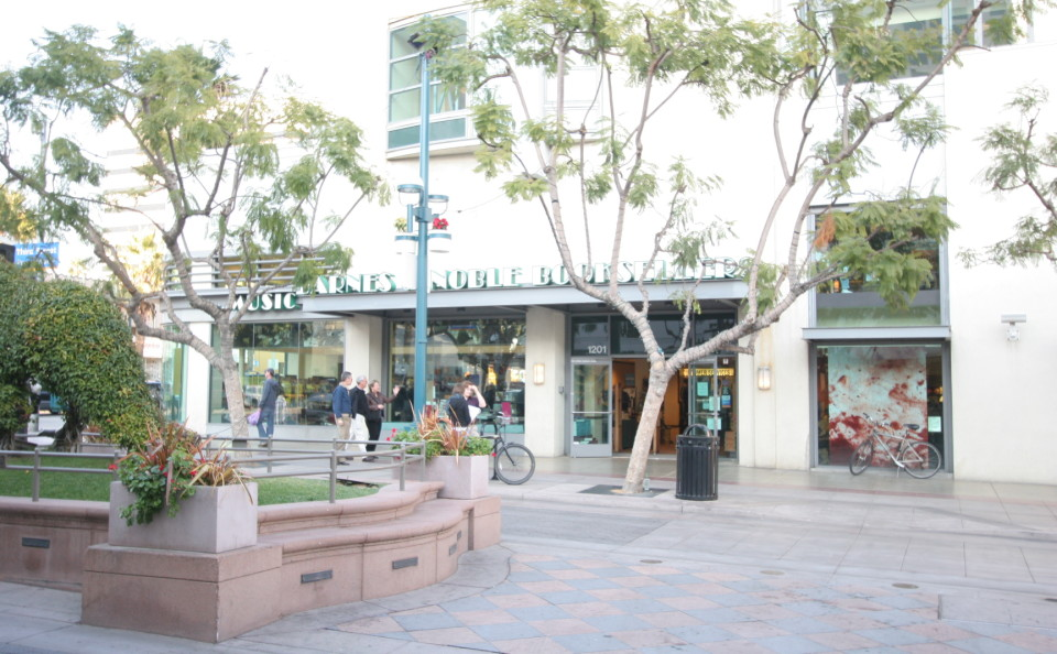 014_Barnes_&_Noble_Santa_Monica
