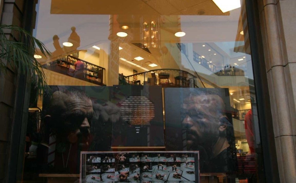 016_Barnes_&_Noble_The_Grove_LA